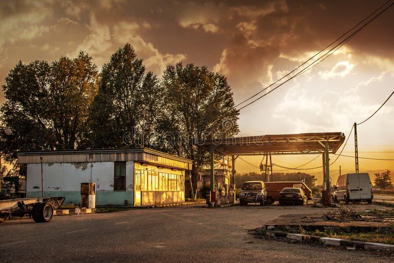 在加油站的默示录场面 免版税库存照片