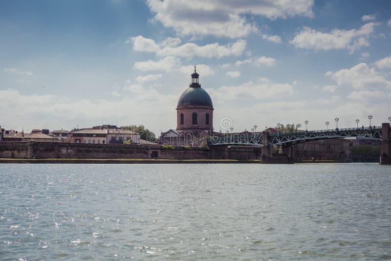 在加龙河河的河岸的风景在一好日子在图卢兹 库存照片