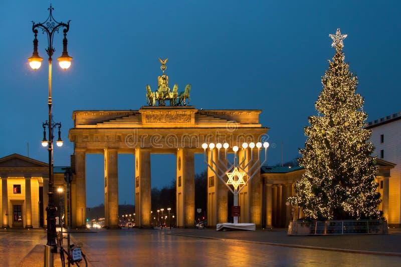 在勃兰登堡门的圣诞节在柏林,德国 图库摄影
