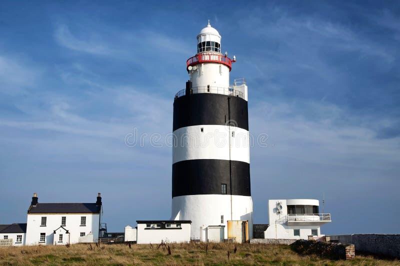 在勾子头的灯塔在爱尔兰 免版税库存照片