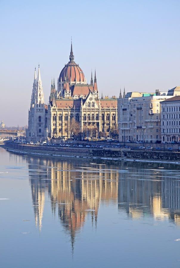 在匈牙利议会大厦的看法,布达佩斯,匈牙利 免版税库存照片