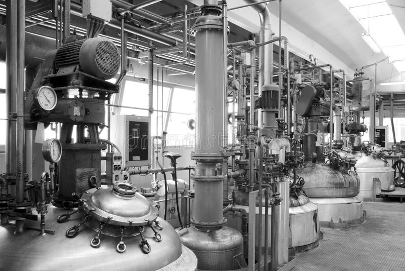 在化工业的铁坦克 图库摄影