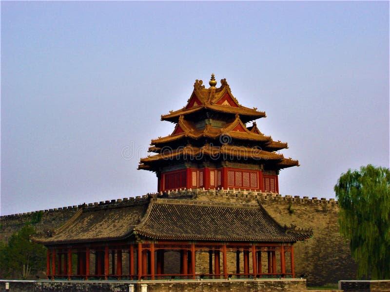 在北京、中国和天空的紫禁城壁角塔 免版税库存照片