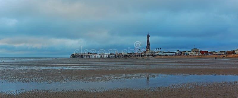 在北黑池码头&塔的灰色云彩 免版税库存照片