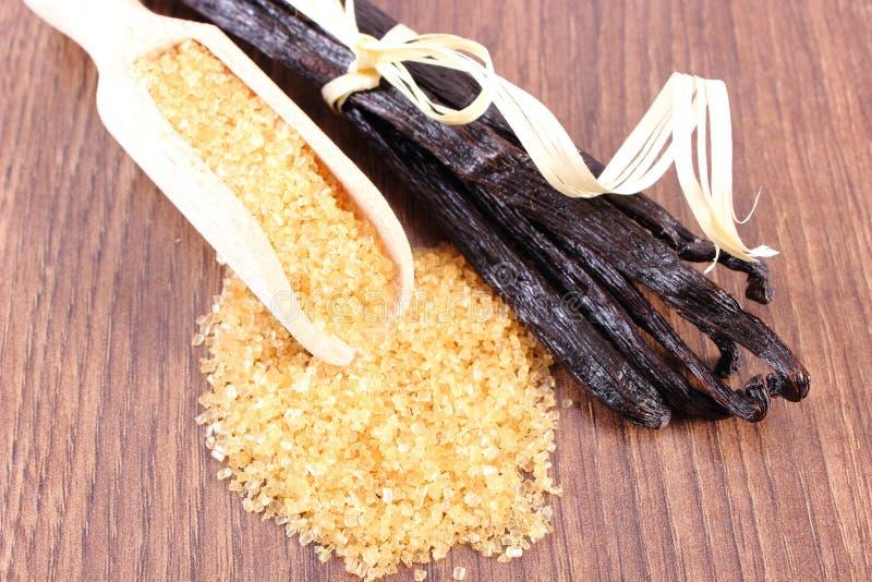 Download 在匙子和芬芳香草的甘蔗在木表面板条黏附 库存图片. 图片 包括有 粒子, 成份, 芬芳, 表面, 有机, 板条 - 62531039