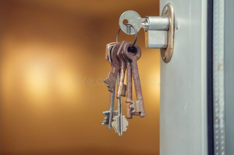 在匙孔的钥匙 库存照片