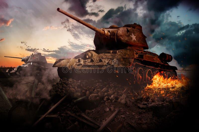 在区域摧毁的两辆坦克 库存图片