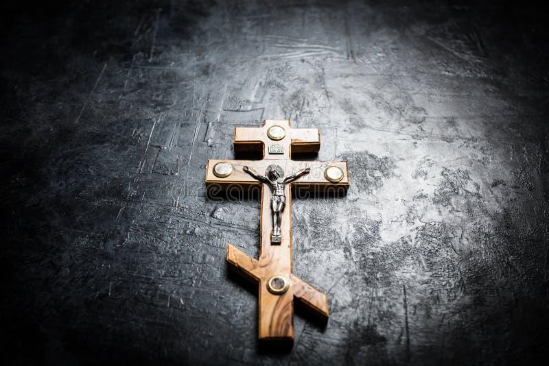 在十字架上钉死耶稣 免版税库存照片