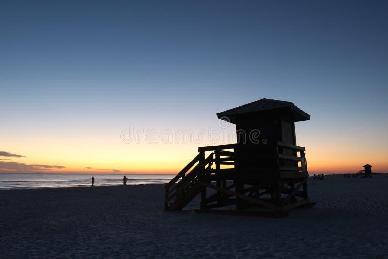 在午睡关键字的Lifegaurd岗位,日落的佛罗里达 免版税库存图片