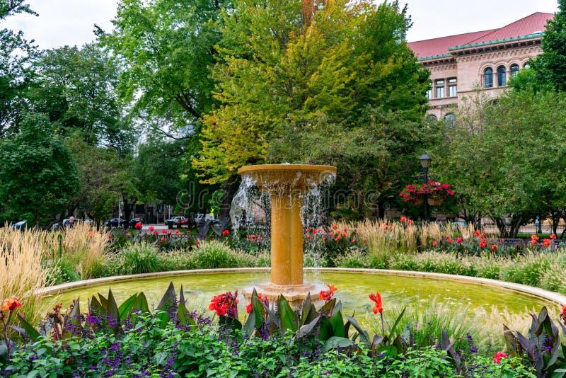 在华盛顿广场公园的喷泉在芝加哥 免版税库存图片