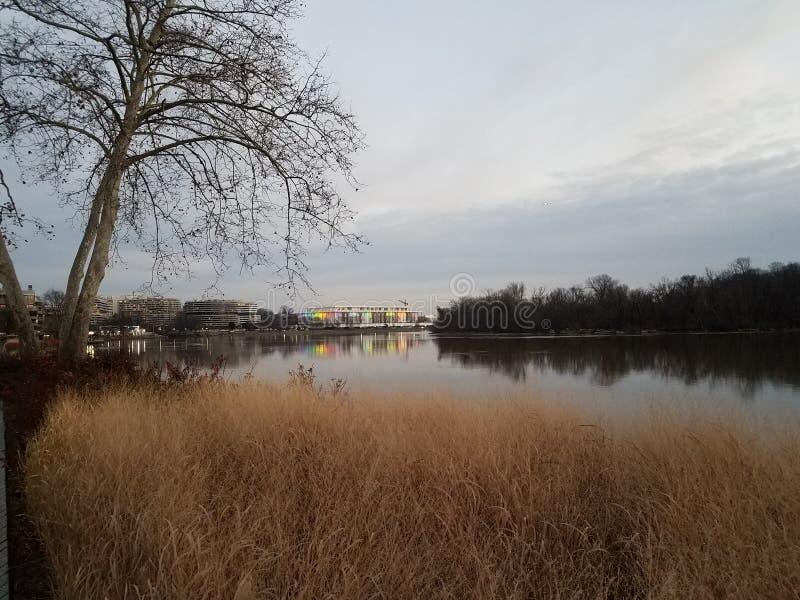 在华盛顿特区的波托马克河和肯尼迪中心 库存照片