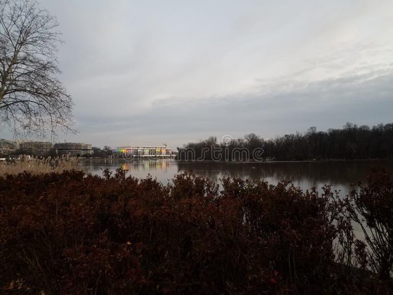在华盛顿特区的波托马克河和肯尼迪中心 库存图片