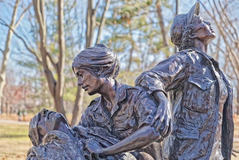 在华盛顿特区的越南妇女纪念古铜色雕象 库存照片