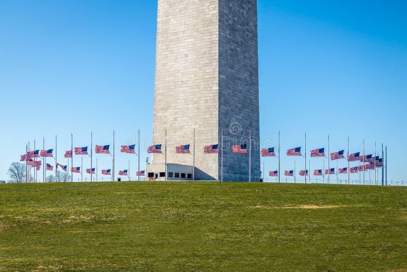 在华盛顿纪念碑-华盛顿附近, D基地的美国旗子  C ,美国 免版税图库摄影