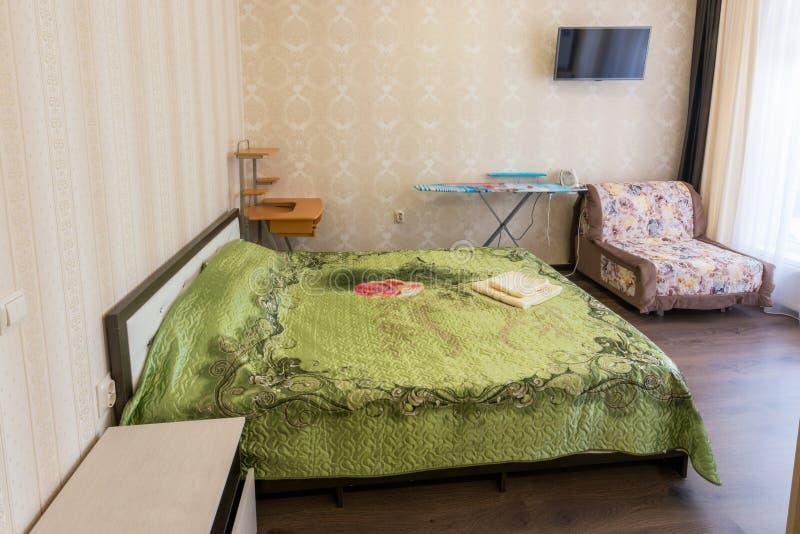 在单室公寓的睡眠者 免版税库存图片