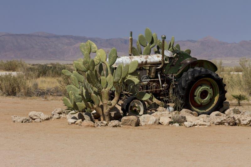 在单粒宝石,纳米比亚的被放弃的拖拉机 库存图片