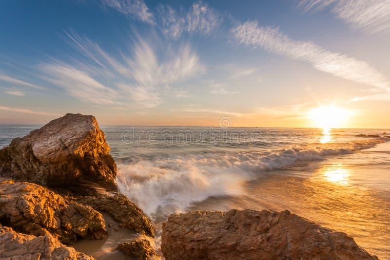 在南加州海滩的美好的日落 免版税图库摄影