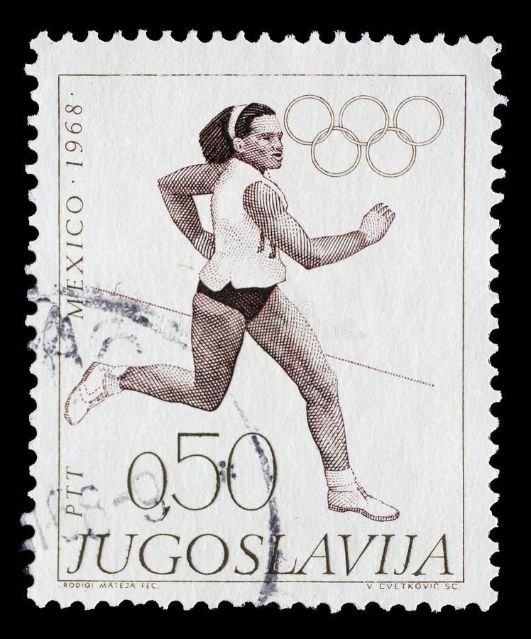 在南斯拉夫打印的邮票在墨西哥城显示赛跑,奥运会 库存图片