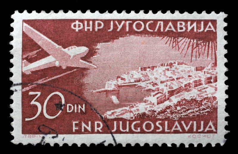 在南斯拉夫打印的邮票显示在杜布罗夫尼克的飞机 库存图片