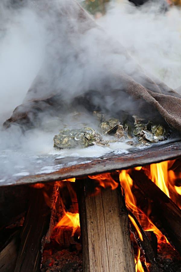 在南方的牡蛎烘烤 库存图片