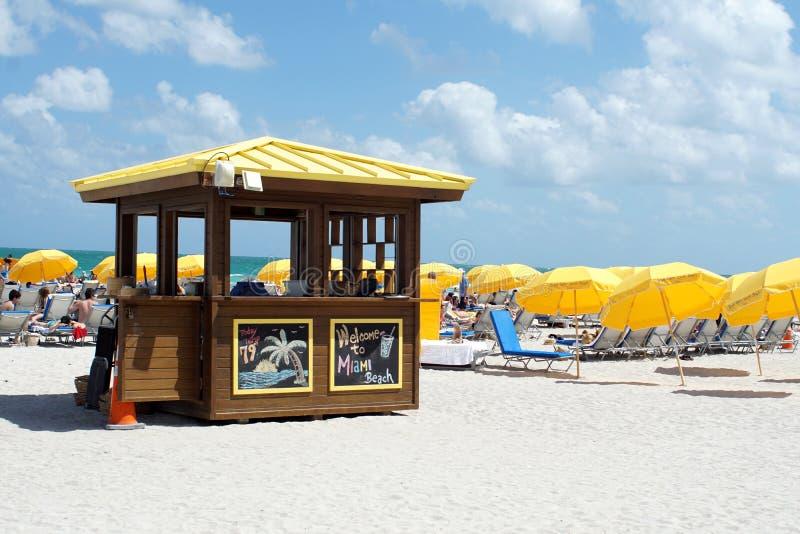 在南海滩的伞在迈阿密 库存图片