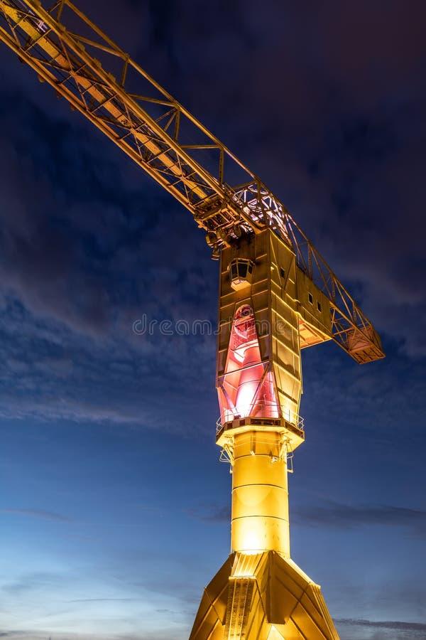 在南特海岛上的巨人黄色起重机  库存照片
