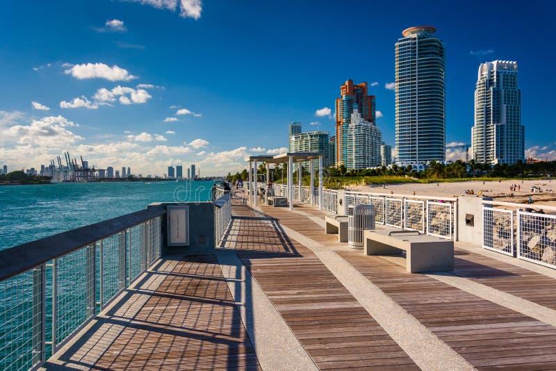 在南Pointe摩天大楼公园和看法的渔码头在Mia 库存照片