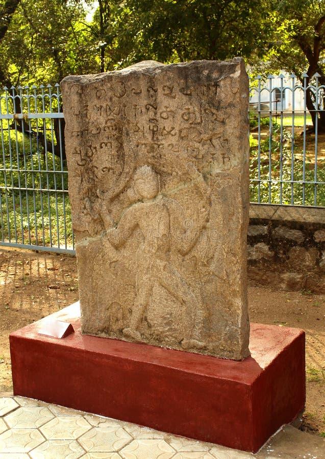 在博物馆的古老英勇人纪念碑石头 库存图片