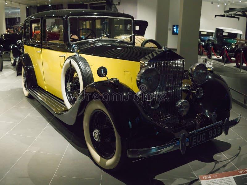 在博物馆的葡萄酒减速火箭的汽车罗斯劳艾氏25 30 HP 免版税库存图片