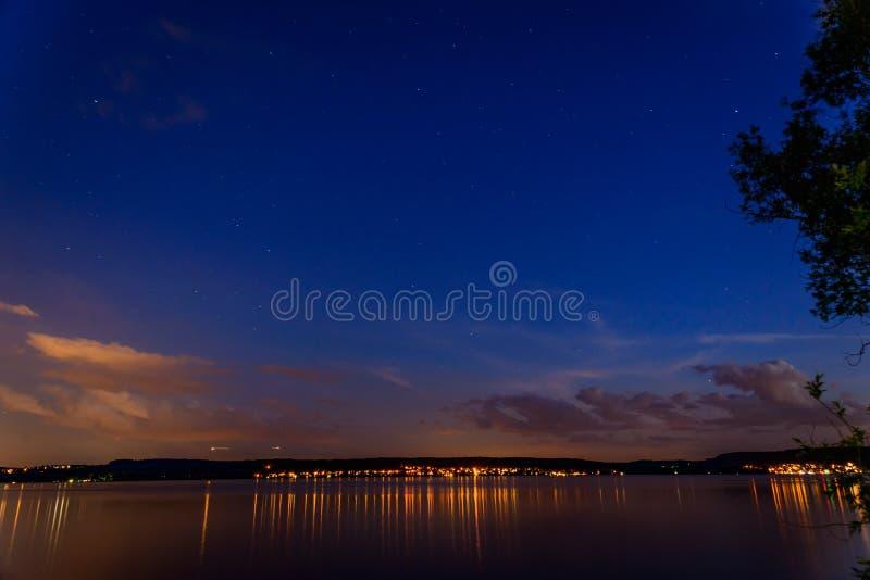 在博登湖的夜视图在夏天 库存照片
