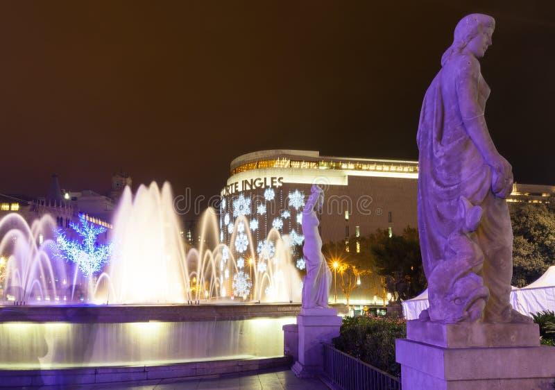 在卡塔龙尼亚广场的圣诞节装饰。巴塞罗那 库存照片