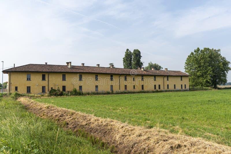 在卡尔皮亚诺,米兰附近的老农舍 免版税库存照片