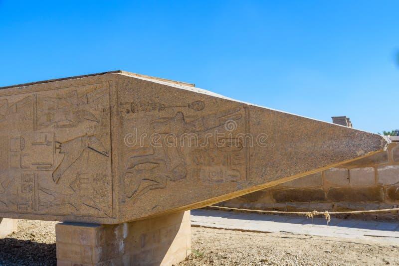在卡尔纳克寺庙的花岗岩方尖碑 埃及卢克索 免版税库存照片