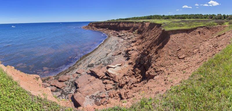 在卡文迪许海滩Pano,爱德华王子岛的红色岩石 免版税库存图片