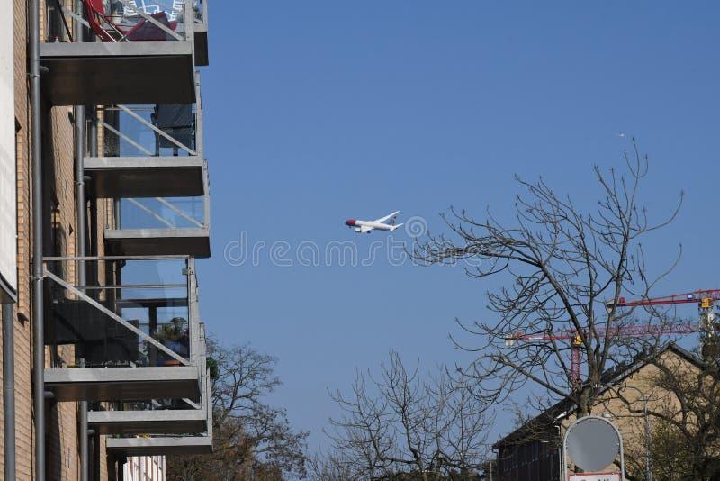 在卡斯特鲁普哥本哈根的挪威航空小队飞行 库存图片