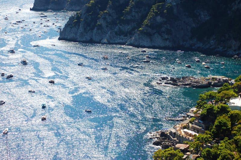 在卡普里岛海岛,意大利上的美丽如画的小游艇船坞Piccola 免版税图库摄影