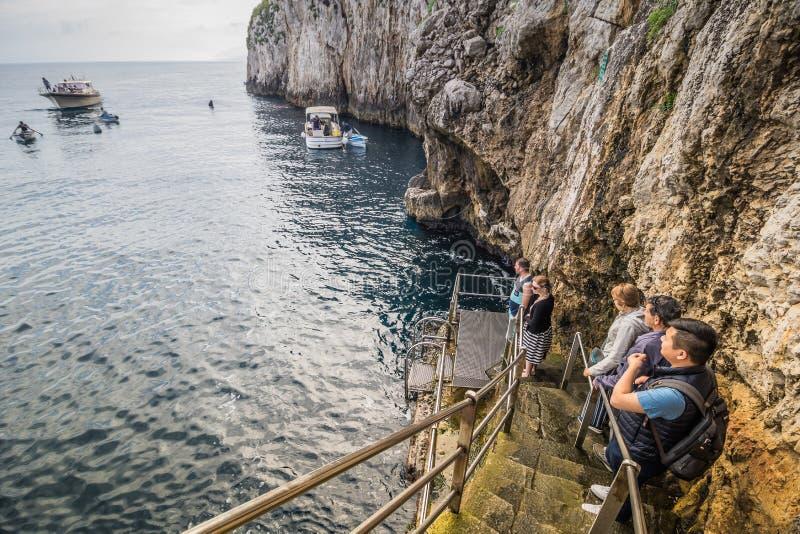 """在卡普里岛,意大利海岛上的蓝色洞穴""""Grotta Azzurra†  图库摄影"""
