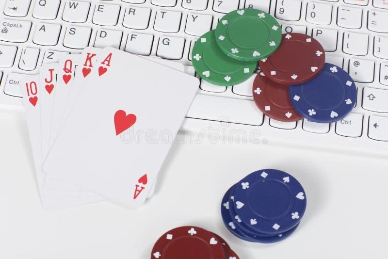 在卡片和纸牌筹码的第一人景色 免版税库存图片