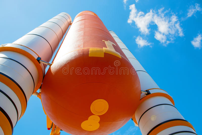 在卡纳维尔角附近的肯尼迪航天中心在佛罗里达 亚特兰提斯航天飞机 库存图片