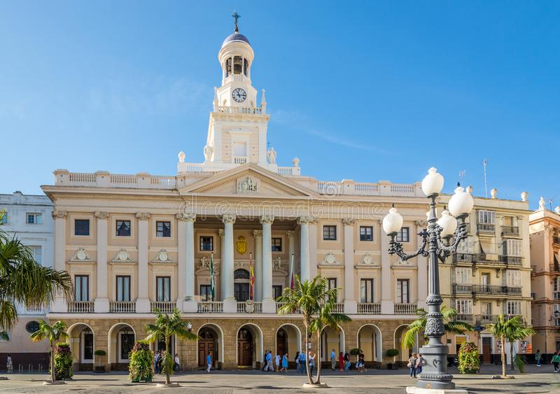 在卡迪士市政厅的看法在西班牙 库存图片