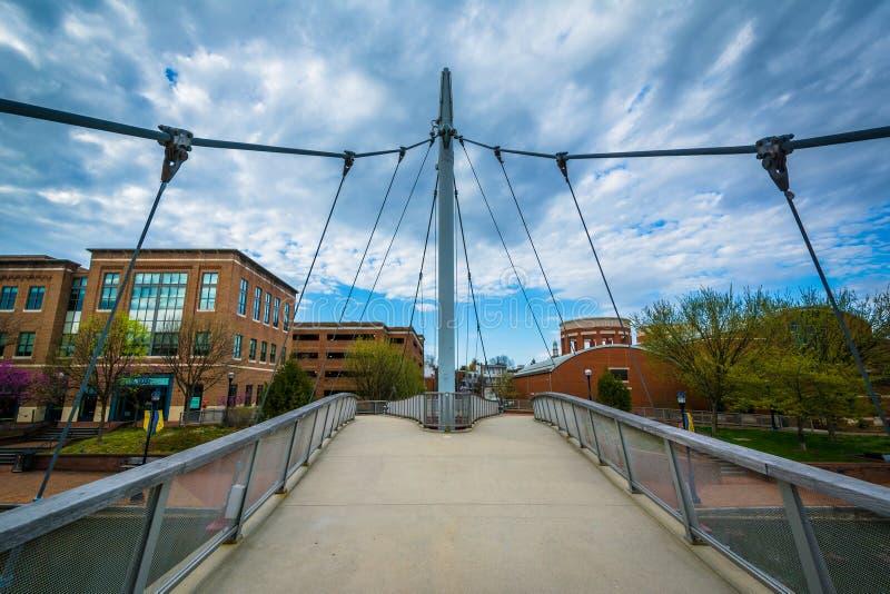 在卡洛尔小河线性公园的现代桥梁,在弗雷德里克, Maryla 图库摄影