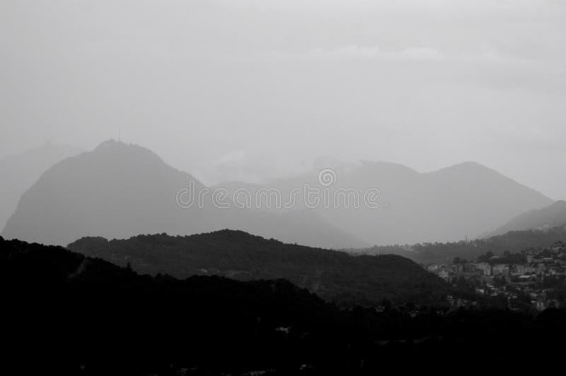 在卢加诺地区的美丽的景色在一场风暴期间在瑞士 免版税库存图片
