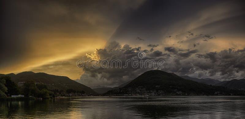 在卢加诺湖的日落 库存照片