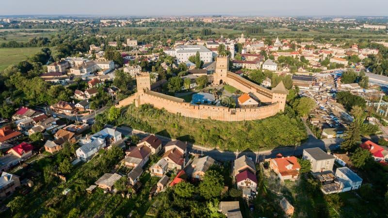 在卢茨克城堡的Arieal视图 Lubart王子石头城堡,卢茨克市,乌克兰地标  免版税库存图片