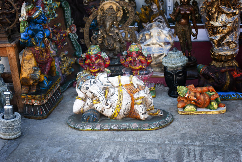 在印地安街道, Ganesh上的石雕象 库存照片