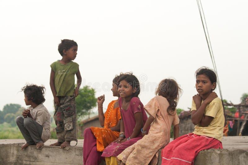 在印多尔印度附近的印度村庄孩子 免版税库存照片