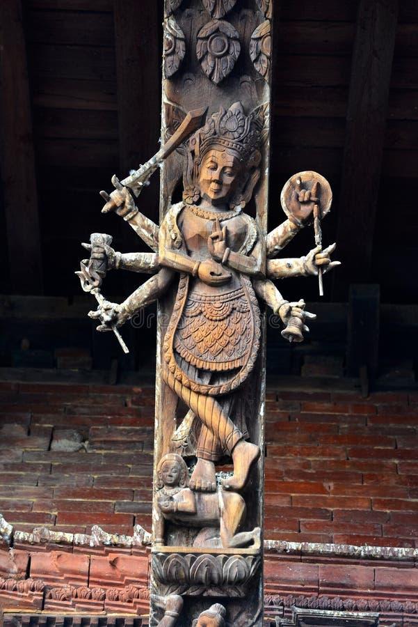 在印度寺庙的木雕刻在加德满都,尼泊尔 现在destr 免版税库存照片