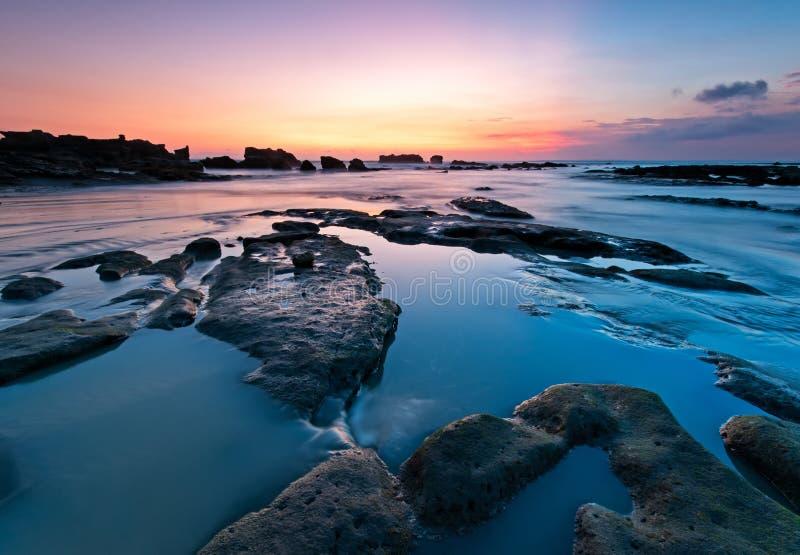 在印度尼西亚巴厘岛海滩的日落 免版税图库摄影
