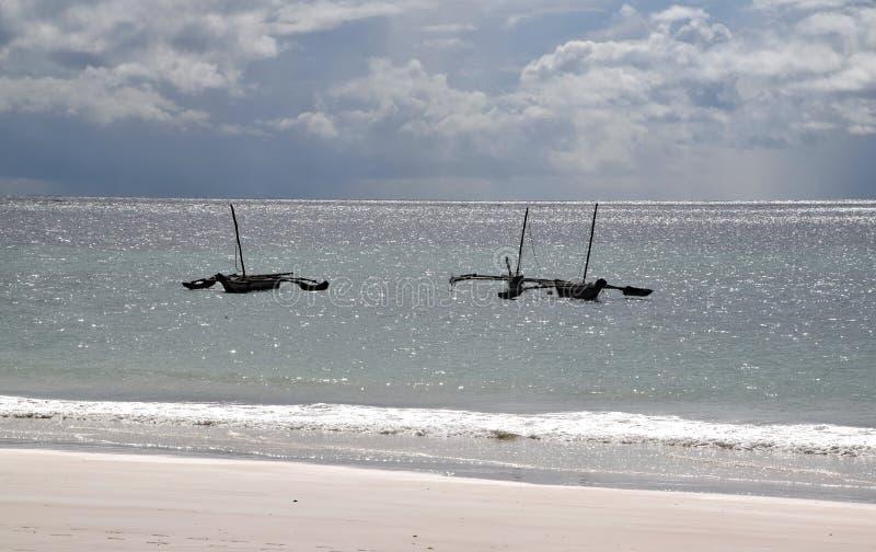 在印度洋,在水的风船,大云彩环境美化 免版税库存图片