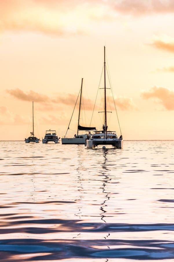 在印度洋的消遣游艇 免版税库存图片
